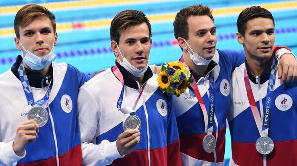 Российские участники мужской эстафеты 4х200 метров вольным стилем на Олимпиаде-2020 - Sputnik Latvija