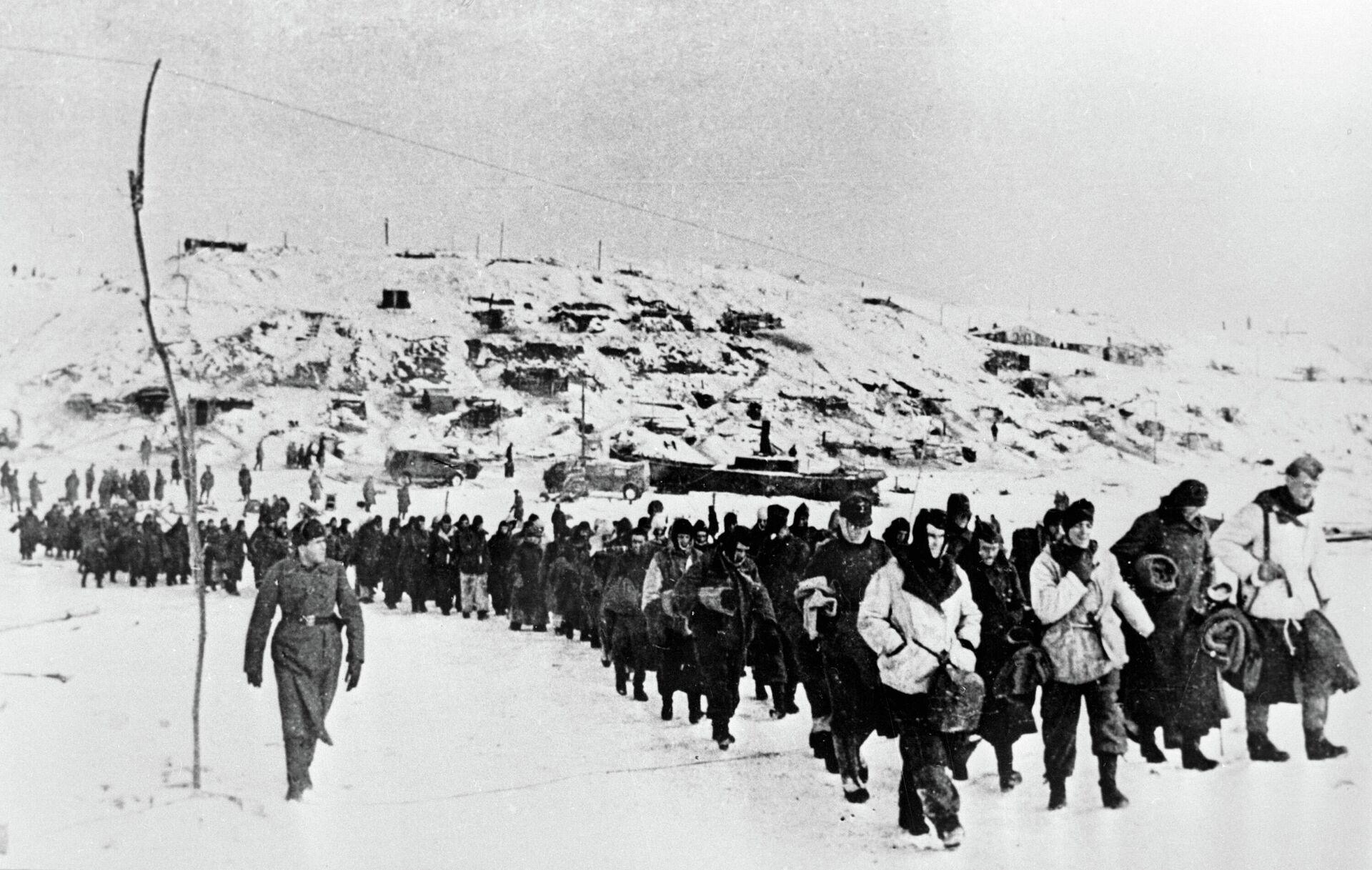 Пленные гитлеровцы под Сталинградом - Sputnik Latvija, 1920, 03.08.2021