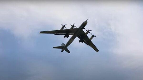 В небе Медведь: дозаправка в воздухе российского Ту-95МС - Sputnik Латвия