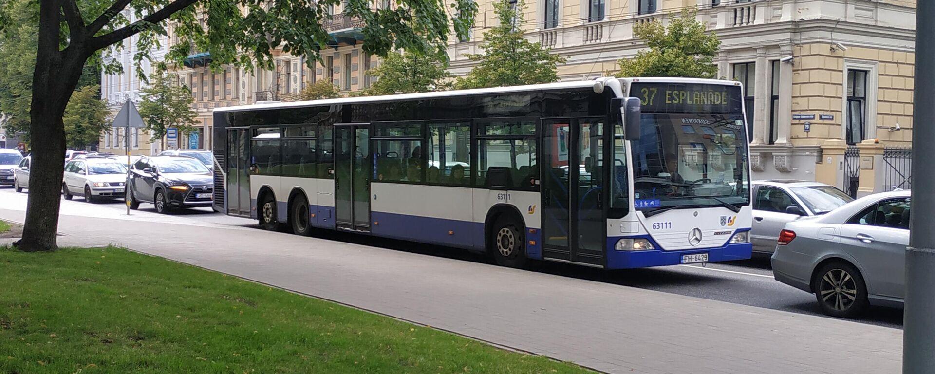 Автобус в Риге - Sputnik Латвия, 1920, 01.07.2021