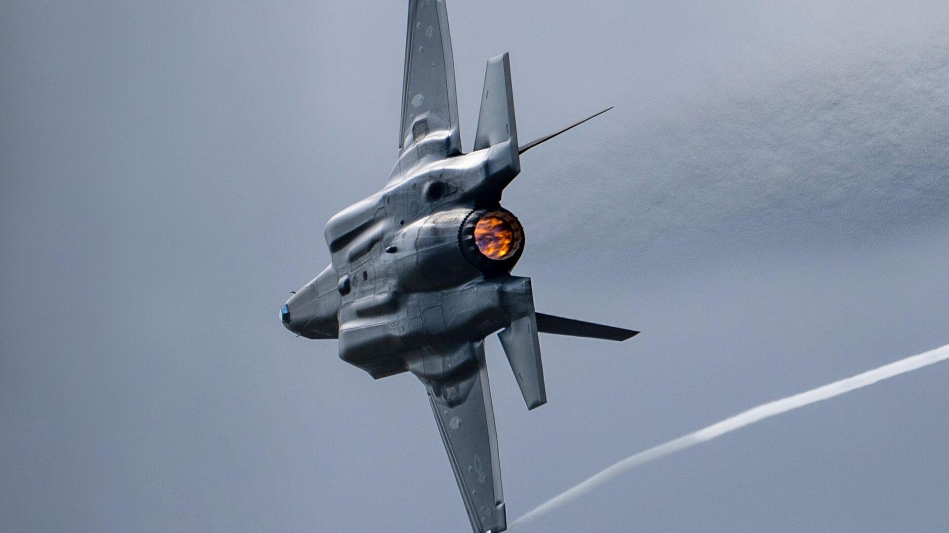 Истребитель-бомбардировщик F-35 - Sputnik Латвия, 1920, 16.07.2021