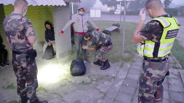 Нелегальные мигранты, задержанные при пересечении белорусско-литовской границы - Sputnik Латвия