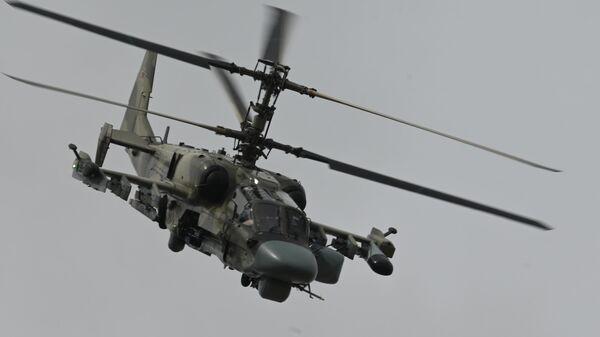 Молодые пилоты ВКС России осваивают ударные вертолеты Ка-52 Аллигатор - Sputnik Латвия