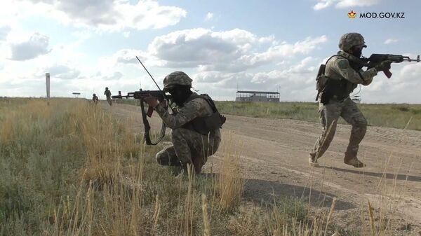 В Семейском гарнизоне проведены ротные тактические специальные учения - Sputnik Latvija