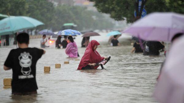 Наводнение в Чжэнчжоу, Китай - Sputnik Latvija