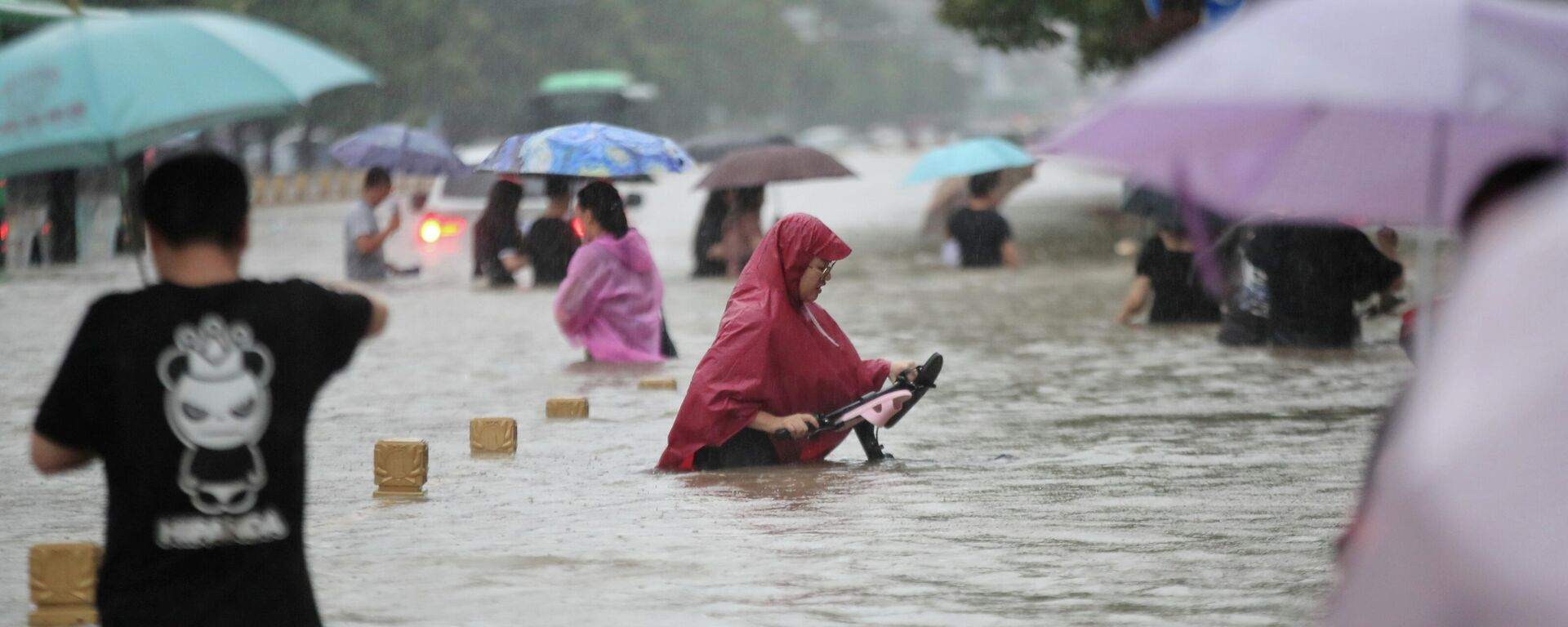 Наводнение в Чжэнчжоу, Китай - Sputnik Latvija, 1920, 08.08.2021