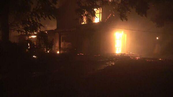 Greece: Wildfires rage in urban areas north of Athens  - Sputnik Latvija