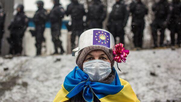 Protesta mītiņu dalībniece   - Sputnik Latvija
