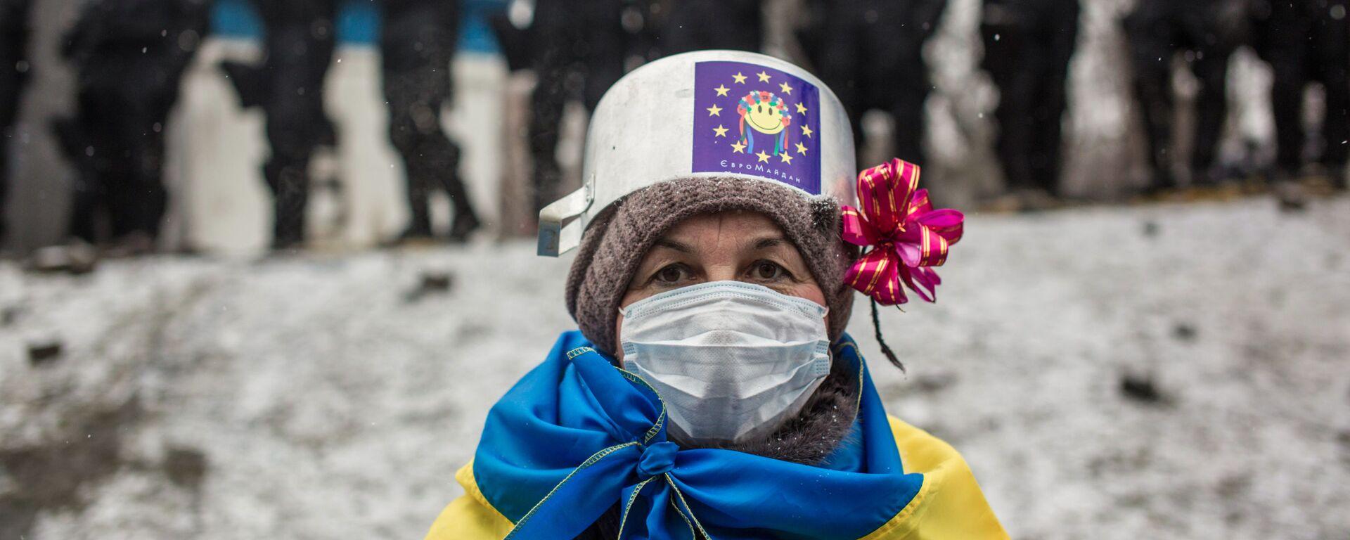 Участница протестных митингов за евроинтеграцию Украины - Sputnik Латвия, 1920, 20.08.2021
