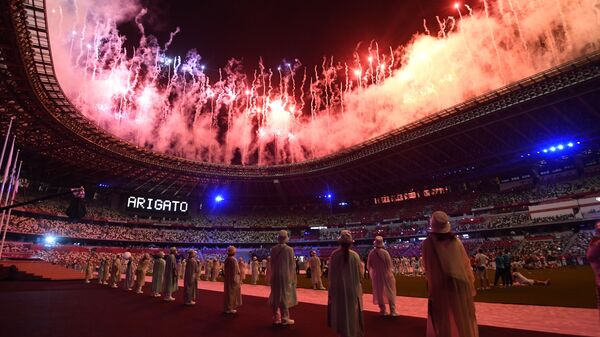 Салют на торжественной церемонии закрытия XXXII летних Олимпийских игр в Токио на Национальном олимпийском стадионе  - Sputnik Латвия