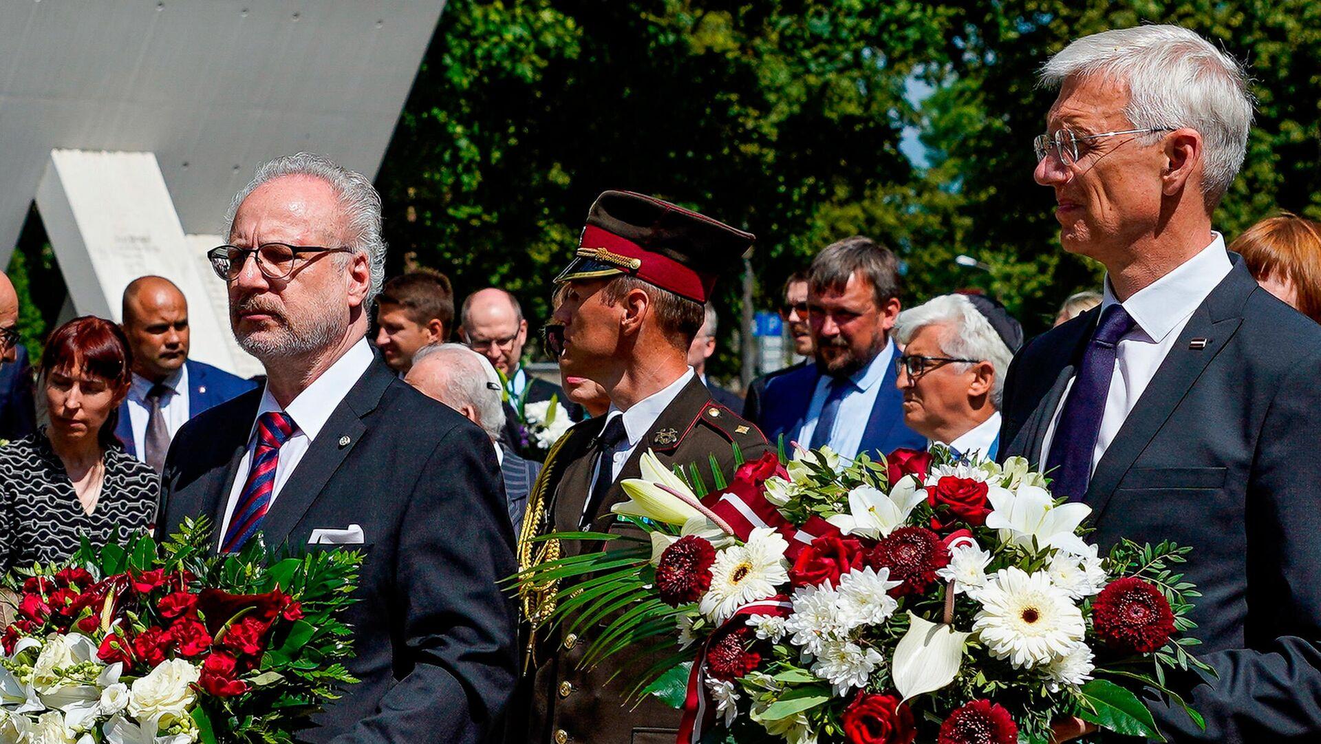 Президент Латвии Эгилс Левитс(слева) и премьер-министр Латвии Кришьянис Кариньш(справа) - Sputnik Латвия, 1920, 16.07.2021