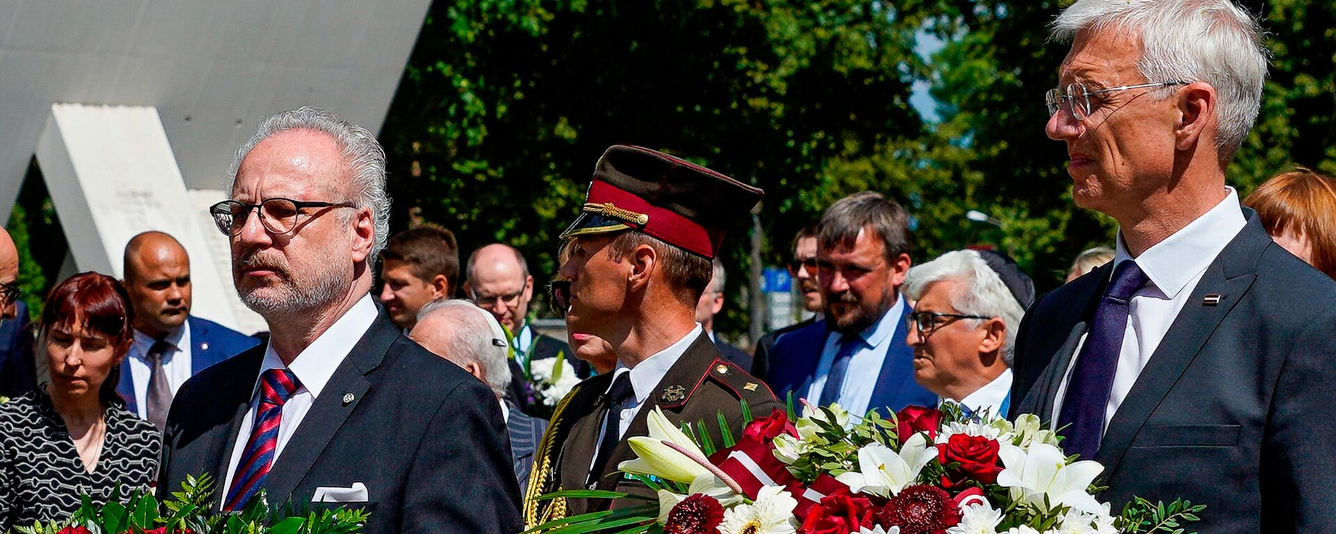 Президент Латвии Эгилс Левитс(слева) и премьер-министр Латвии Кришьянис Кариньш(справа) - Sputnik Latvija, 1920, 20.07.2021