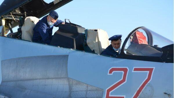 Экипажи истребителей Су-30СМ ВКС РФ провели совместную летную тренировку с летчиками ВВС Армии Китая - Sputnik Латвия