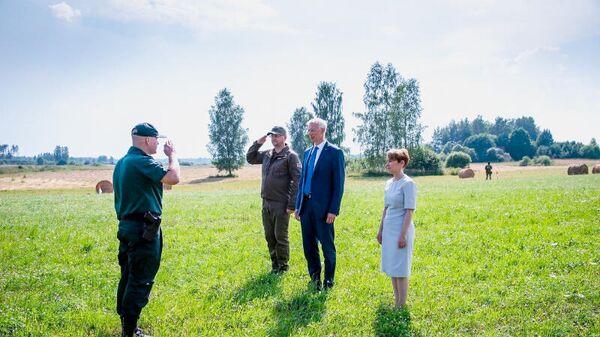 Глава МВД Мария Голубева и премьер-министр Латвии Кришьянис Кариньш (в центре) - Sputnik Latvija