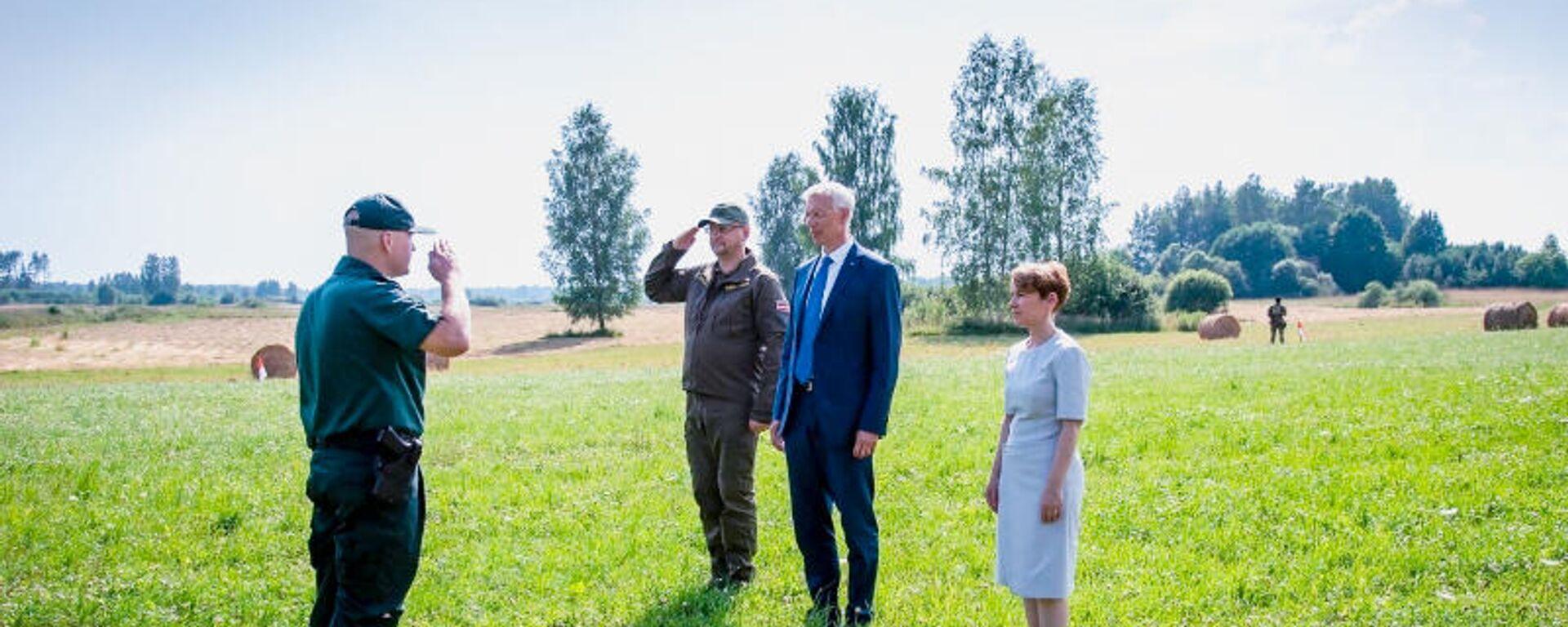 Глава МВД Мария Голубева и премьер-министр Латвии Кришьянис Кариньш (в центре) - Sputnik Латвия, 1920, 12.08.2021