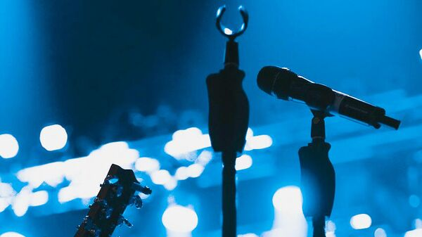Микрофон на сцене - Sputnik Латвия