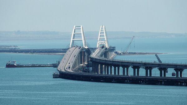 Вид на Крымский мост через Керченский пролив - Sputnik Латвия