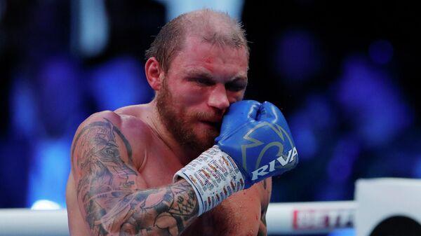 Латвийский боксер Ричард Болотник в бою против британца Джошуа Буатси - Sputnik Латвия