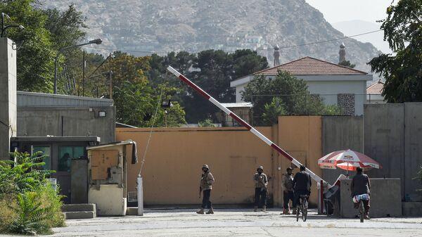 Служба безопасности у Зеленой зоны в Кабуле  - Sputnik Latvija