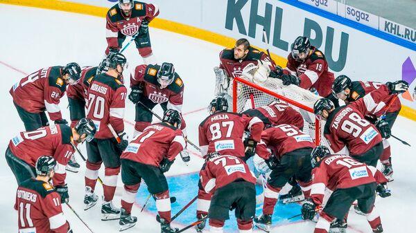 Рижские динамовцы перед матчем - Sputnik Латвия