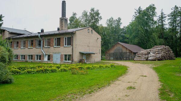 Начальная школа-интернат для детей с физическими и умственными нарушениями в Эзерсала, где планируют размещать мигрантов - Sputnik Latvija
