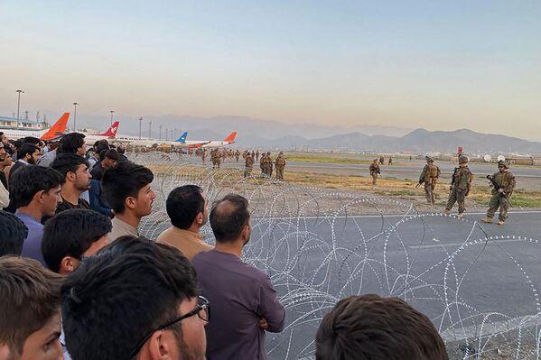 Amerikāņu karavīri Kabulas lidostā. - Sputnik Latvija