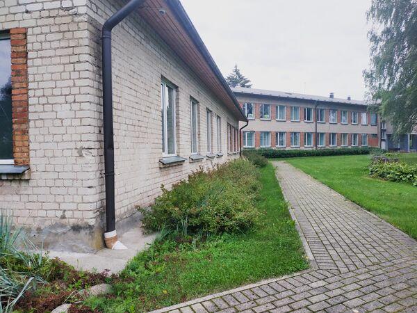 Начальная школа-интернат для детей с физическими и умственными нарушениями в Эзерсале, где планируют размещать мигрантов. - Sputnik Латвия
