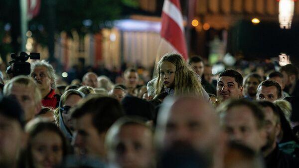 Акция протеста против обязательной вакцинации в Риге, 18 августа - Sputnik Латвия