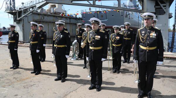 Fregates Admiral Golovko palaišana ūdenī - Sputnik Latvija