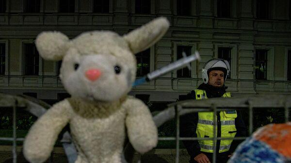 Акция протеста против обязательной вакцинации в Риге, 18 августа - Sputnik Latvija
