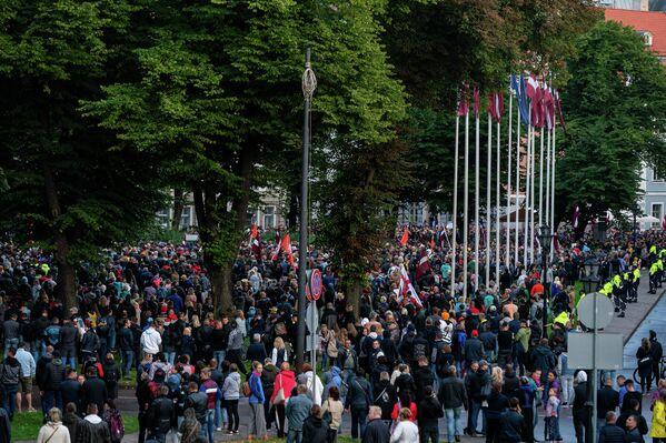 Митингующие вели себя мирно, агрессивных стычек с полицией не было - Sputnik Латвия