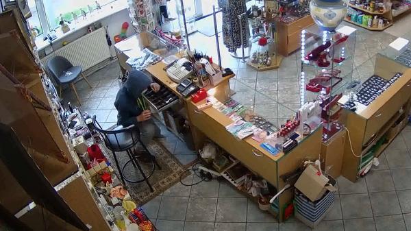 Вор украл 7 евро из магазина в Бирштонасе - Sputnik Latvija