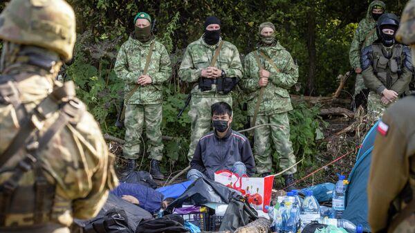 Мигранты на польско-белорусской границе - Sputnik Latvija