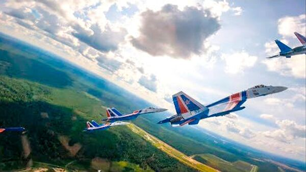 Подготовка авиационной группы Русские Витязи к форуму АРМИЯ 2021  - Sputnik Latvija