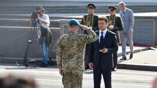 Президент Украины Владимир Зеленский на параде в честь 30-летия независимости Украины в Киеве - Sputnik Латвия