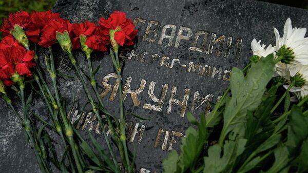 Эксгумационные работы на месте захоронения генерал-майора Николая Якунина - Sputnik Латвия