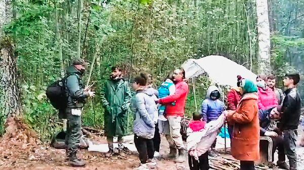 Nelegālie migranti, kas tik aizturēti uz Latvijas un Baltkrievijas robežas - Sputnik Latvija