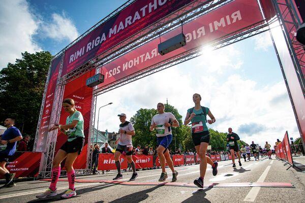 Спортсмены финишируют после марафона - Sputnik Латвия