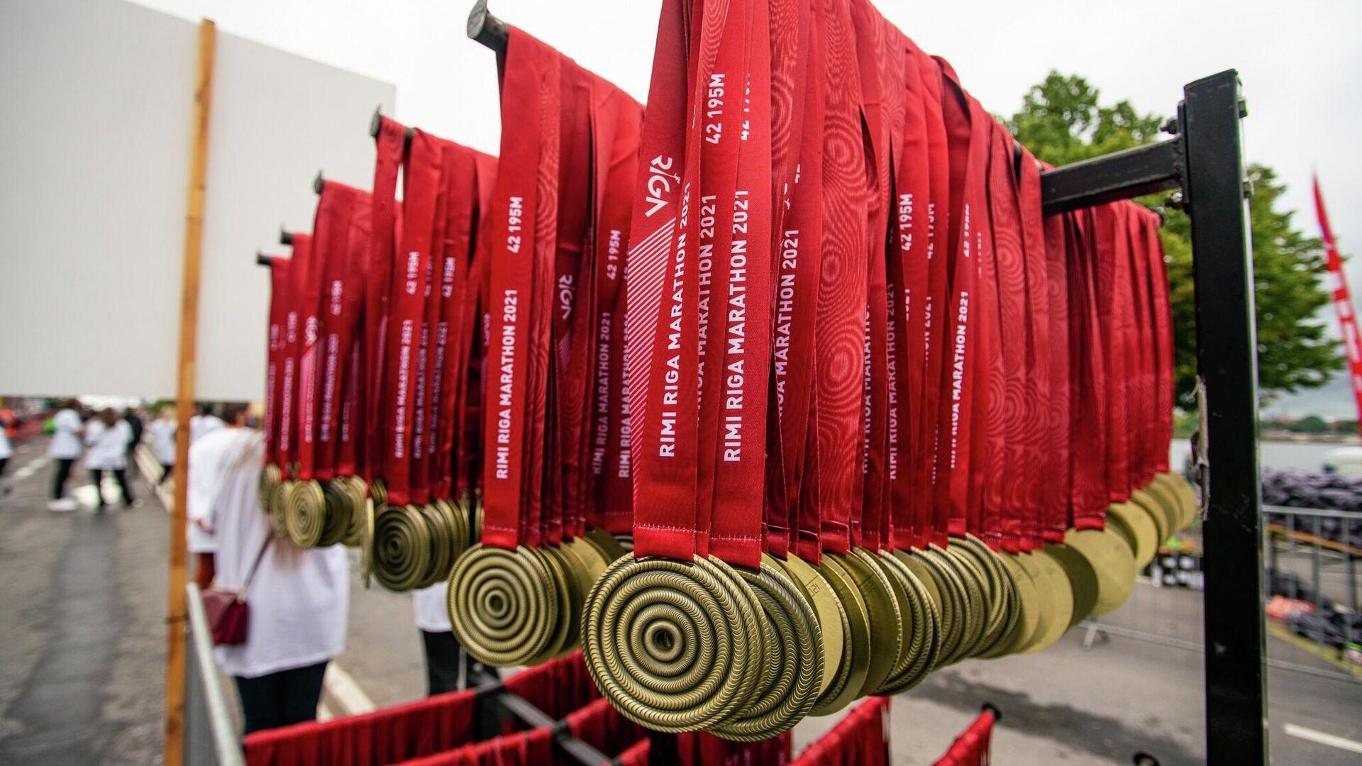 Медали за успешное завершение дистанции Рижского марафона - Sputnik Латвия, 1920, 29.08.2021