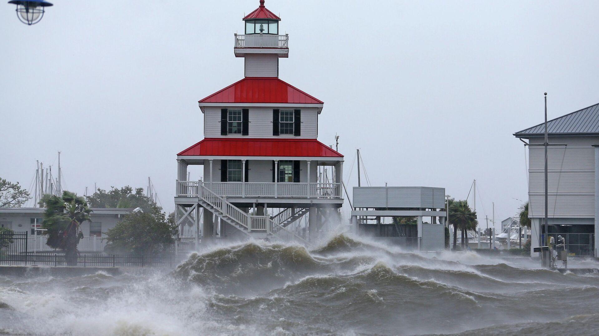 На побережье Луизианы обрушился сильнейший за 170 лет ураган Ида - Sputnik Латвия, 1920, 01.09.2021