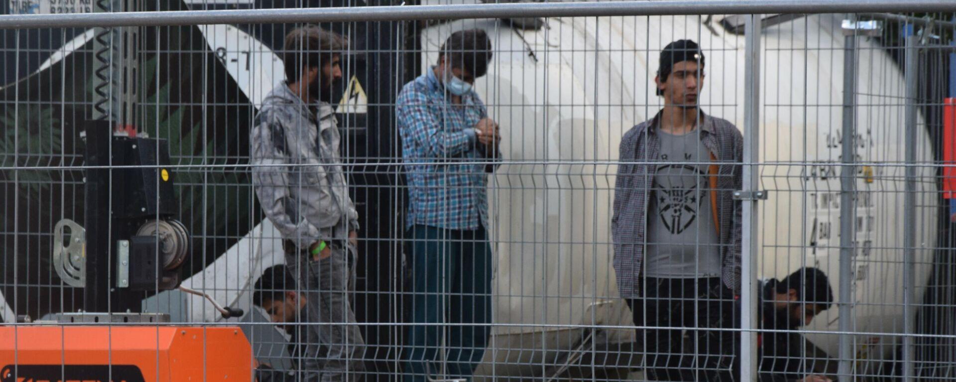 Нелегальные мигранты в лагере на границе Литвы и Белоруссии - Sputnik Латвия, 1920, 31.08.2021