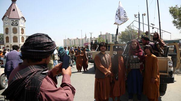 Teroristiskās kustības Taliban* kaujinieki  - Sputnik Latvija