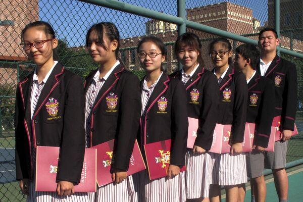 Китайские студенты готовятся к церемонии открытия китайского кампуса Haileybury College в муниципалитете Тяньцзинь на севере Китая. - Sputnik Латвия