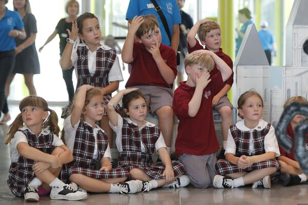 Дети из школы Christian Brother's School во время посещения Детского музея Луизианы. - Sputnik Латвия