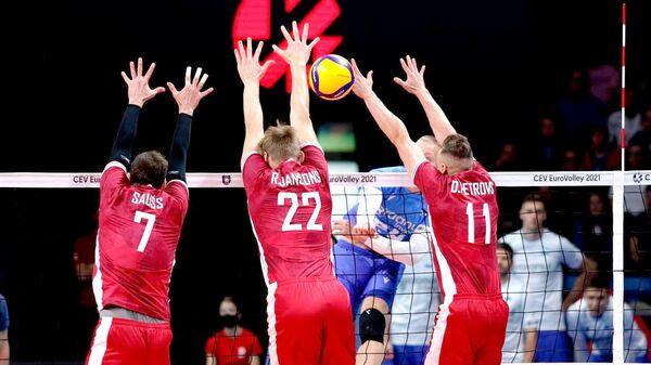 Сборная Латвии по волейболу обыграла соперников из Эстонии на XXXII чемпионате Европы - Sputnik Латвия