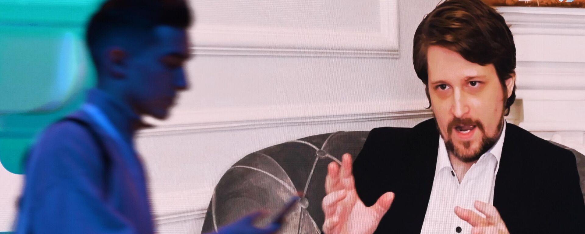 Эдвард Сноуден выступает на марафоне Новое знание в Москве. Запись эфира - Sputnik Латвия, 1920, 02.09.2021