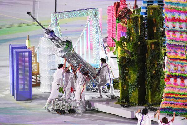 Театрализованное представление во время торжественной церемонии закрытия XVI летних Паралимпийских игр в Токио на Национальном олимпийском стадионе - Sputnik Латвия