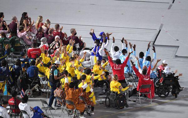 Спортсмены на Национальном олимпийском стадионе в Токио, где состоится торжественная церемония закрытия XVI летних Паралимпийских игр - Sputnik Латвия