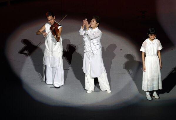 Театрализованное представление на церемонии закрытия XVI летних Паралимпийских игр - Sputnik Латвия