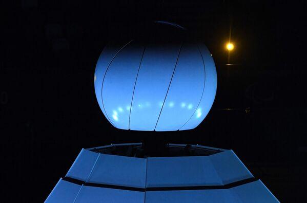 Закрытие чаши с Паралимпийским огнем на Национальном олимпийском стадионе в Токио во время торжественной церемонии закрытия XVI летних Паралимпийских игр - Sputnik Латвия